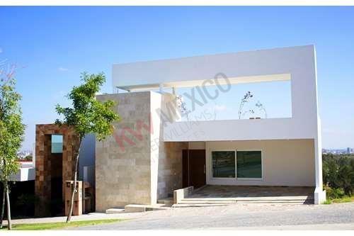 Casa En Renta En Privadas Del Pedregal Ii, Con Departamento $28,000.00 Más Mantenimiento