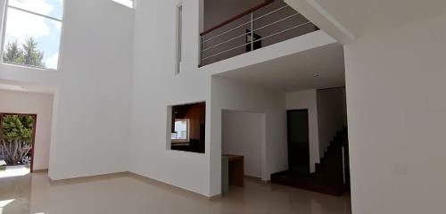 Residencia En Real De Juriquilla, 4 Recamaras, Doble Altura.