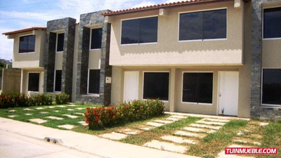 Townhouses En Venta Urb. La Laguna