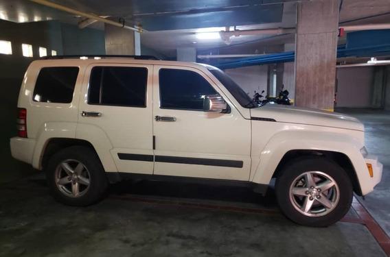 Diplomático Vende En Impecable Estado Su Camioneta Cherokee