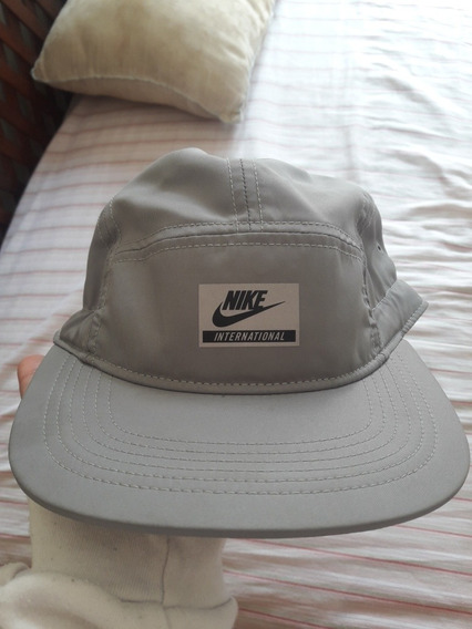 Gorra Nike International