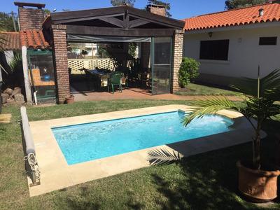 Divina Casa Con Piscina En Atlántida!!