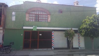 Bonita Casa Con 2 Locales Comerciales.