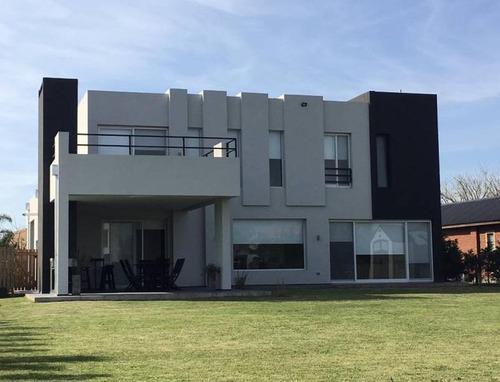 Excelente Casa A La Venta En Barrio Cerrado San Marco Villa Nueva
