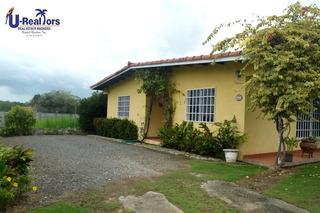 Se Vende Casa Con Lindo Jardín En Coronado!