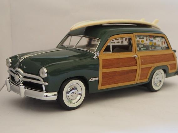 Ford 1949 Woody Wagon Surf 1/18.