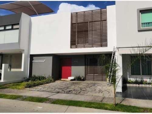 Casa En Venta En La Cima De Zapopan Fraccionamiento Residencial