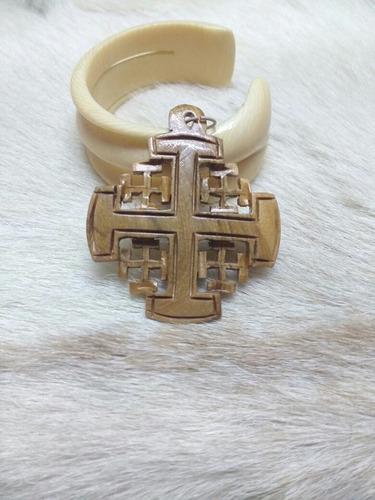 Dije Cruz De Jerusalén De Madera Tallada