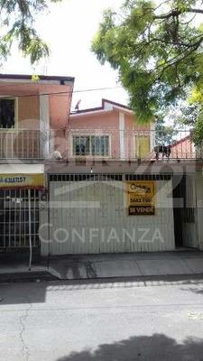 Casa Con Local Comercial En Fraccionamiento Ojo De Agua, Tecámac, Estado De México