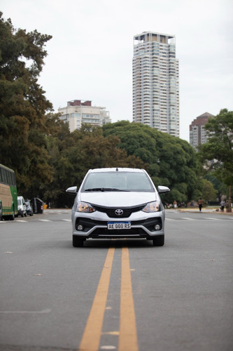 Imagen 1 de 10 de Toyota Etios X 1.5 5p