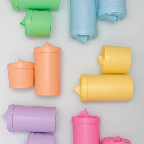 Set De Tarros Plásticos En Color Solido. Traen Pico Vertedor