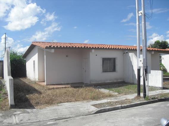 Casa En Venta Miraflores 19-17216 Rb