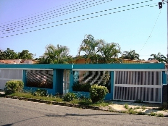 Venta De Amplia Y Luminosa Casa En El Morro I, Con Anexo