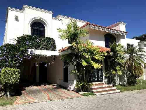 Amplia Casa En Renta En La Col. Las Villas.