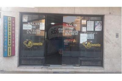 Importante Salón Comercial Céntrico Con Sótano.