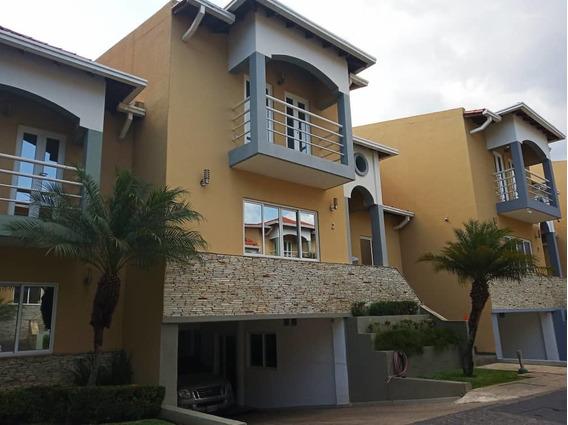 Townhouse En Cantarrana / +584243035587 - José Riera