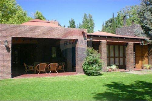 Casa En Chacras Con Espectacular Terreno !!!
