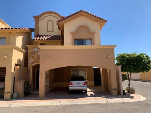 Casa Renta Dos Niveles Esquina Área Común Con Alberca Y Vigilancia En Hermosillo