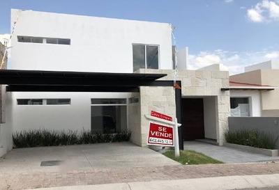 Preciosa Casa En Colinas De Juriquilla, 3 Recámaras, Una En Pb, Jardín, Estudio