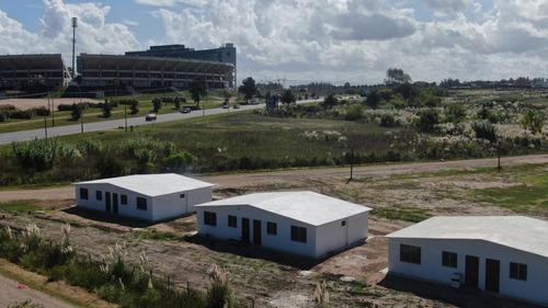 Casa 2 Dormitorios Frente Al Estadio Campeón Del Siglo