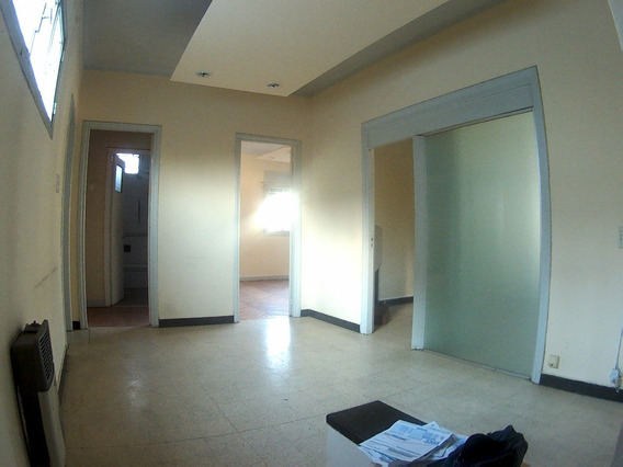 Casa U Oficina En Barrio Gral. Paz (planta Alta)