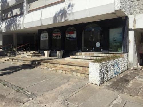 Alquiler Anual Amplio Local En Calle 20, Punta Del Este