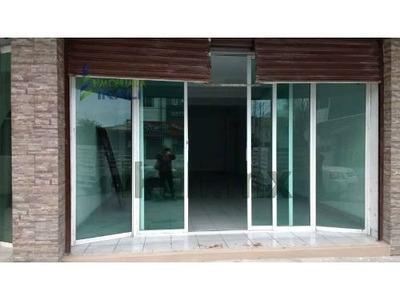Renta Local Comercial Zona Centro Puerto De Veracruz Ubicado En La Calle Guadalupe Victoria # 2959 Con Baño 1/2, Canceleria De Aluminio, Loseta, Cortina De Acero, Cerca De Centros Comerciales, Escue
