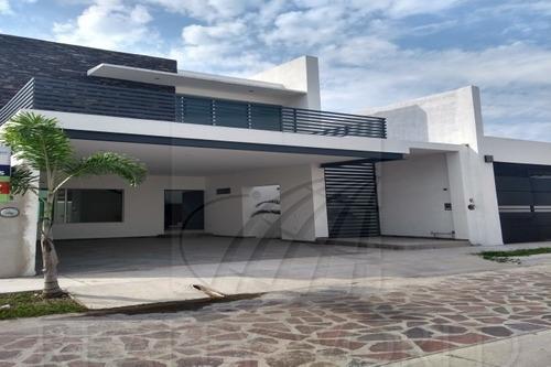 Casas En Venta En Real Hacienda, Villa De Álvarez