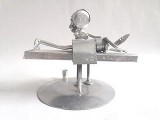 Mono Monito De Chatarra Clavos Metal Figuras Masagista