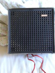 Uma Caixa De Som Philips 4 Ohms Em Plástico.