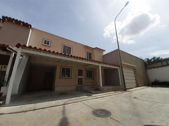 Casa En Alquiler Cabudare Av Ribereña 20-5148 Jm