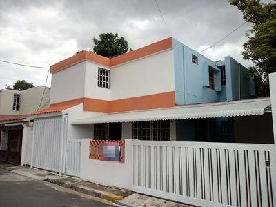 Av. Independencia, Km.7.5 Se Alquila Casa De 2 Niveles.