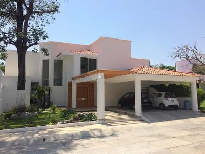 Residencia En Venta En Fraccionamiento Privado Villas De Montecristo .