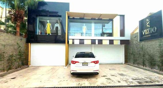 Lujoso Local Comercial De 2 Niveles + Apartamento En El Centro De Sfm