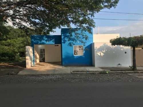 Casa Sola En Venta Fracc. Prados Del Sur, Colima, Colima; Por Avenida Y Cerca De Varios Negocios