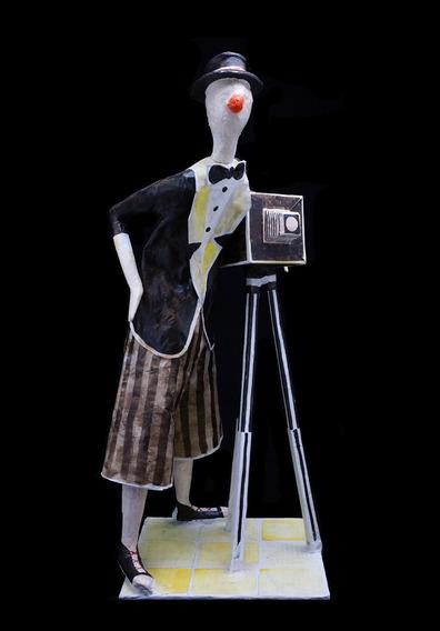 O Palhaço Fotógrafo Escultura Papel Machê- Fotografia Câmera