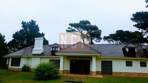 Casa En Country, 5 Dormitorios -ref:20930