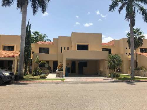 Se Vende Residencia En Privada Xaman Kab A 1 Cuadra De La Plaza City Center Y A 3 Minutos De Plaza La Isla En Mérida