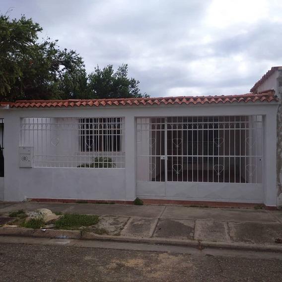 Casa En Las Quintas De Naguanagua. Lemc-286