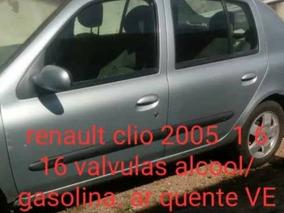 Renault Clio 1.6 16v Privilège Hi-flex 5p 2005
