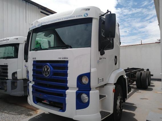 Vw 24250/10 Branco 6x2 No Chassis