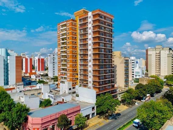 44 Entre 10 Y 11. Departamento De 3 Dormitorios Con Cochera, La Plata.-