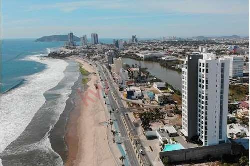 Condominio En El Malecón Con Asombrosa Vista Al Mar!