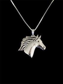 Colar Com Pingente Cabeça Cavalo Prateado Metal