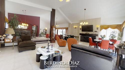 Impecable Y Espectacular Casa En Zona Lugano Cerca Del Shopping- Ref: 366