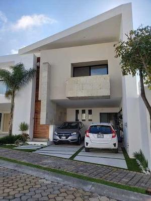 Rento O Vendo Casa Con Terrazas Interiores Semitechadas.