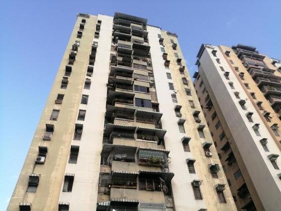 Apartamento En Venta En Urb. El Centro, Maracay Dvm 20-23568