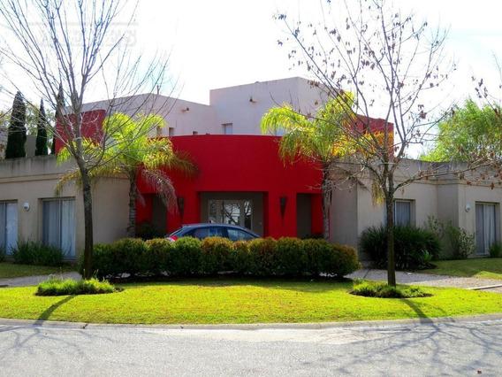 Casa Sobre Lote Interno En Esquina - Santa Catalina, Villanueva