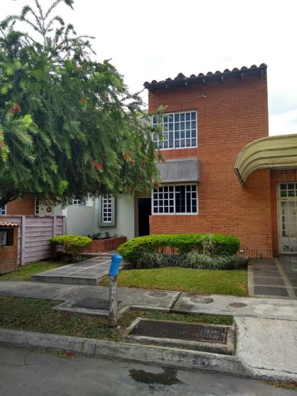 Town House En Alquiler Urb. Araguama Country