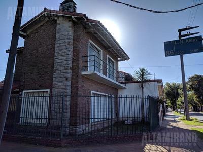 Casa - Villa Ballester Casa Tres Ambientes, Zona Residencial!
